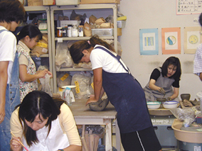 東京の陶芸教室千秋工房 教室の風景9